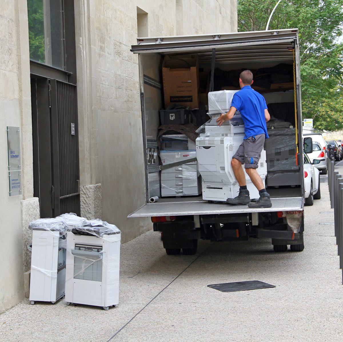 Next-Door-Relocators-1_Your-Custom-Checklist-for-Hiring-Corporate-Movers_IMAGE-1200x1195.jpeg